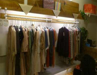 东海夜市服饰店